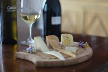 Our winemakers Marta and Maria Elena explain the secrets of pairing cheese and wine.
